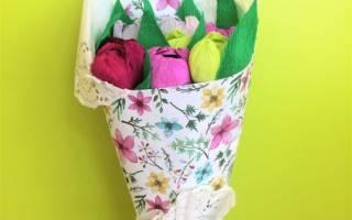 Подарки мамам на 8 марта старшая группа. Видео сюжет о том, как сделать розы из ватных дисков. Букет тюльпанов из гофрированной бумаги