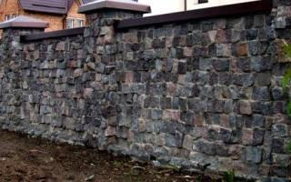 Надёжный забор из камня своими руками. Как сделать каменный забор