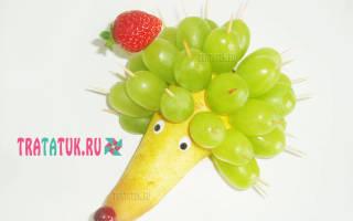 Как сделать ежика из картошки и спичек. Ежик из груши и винограда. Корабль из кабачка
