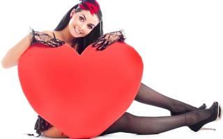 Что можно сделать на 14 февраля своими руками. Романтичное сердце из роз и клубники. Блокноты и ежедневники