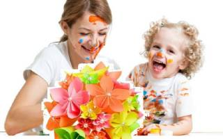 Подарок маме из картона своими руками. Как сделать подарок маме, бабушке и сестре своими руками. Подарок маме от сына: идея
