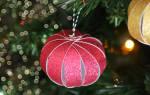 Как сделать красивый шарик своими руками. Шары елочные новогодние. Игрушки на ёлку своими руками