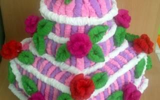 Торт с цветами из гофрированной бумаги. Торт из трубочек из гофрированной бумаги. Мастер-класс. Как сделать торт из бумаги