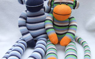 Как делать игрушки из носков своими руками. Как делаются куклы из капроновых колготок. Шьем из носка обезьянку