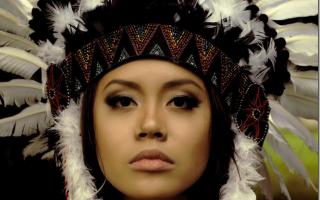 Как сделать головной убор индейца из бумаги. Гардероб День защиты детей Новый год Костюм Индейца с индейским головным убором из перьев War Bonnet Варбоннет Бумага Клей Нитки Ткань
