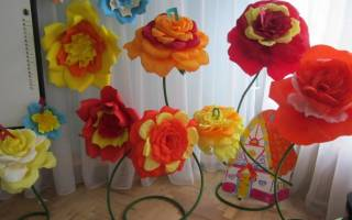 Напольные цветы из гофрированной бумаги своими руками. Цветы из бумаги своими руками на стене — фото примеры. Реалистичные цветы фиалки из гофрированной бумаги